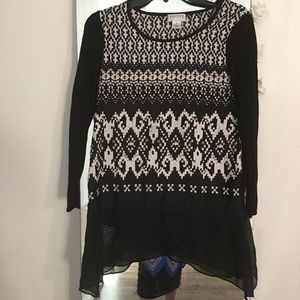 Tops - Black and white dressy shirt